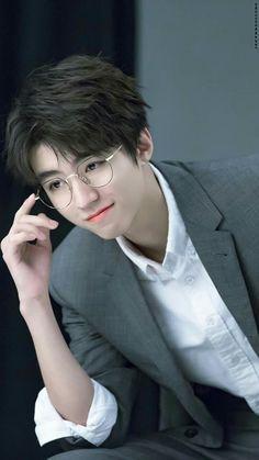 Cute Asian Guys, Cute Korean Boys, Chongqing, Kai, Jackson Yi, Chinese Boy, Ulzzang Boy, Asian Actors, Asian Men