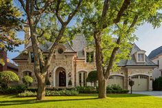 Traditional Exterior Photos French Provincial Design, Pictures, Remodel, Decor and Ideas French Country Exterior, French Country House, Exterior House Colors, Exterior Design, Stone Exterior, Brick Exteriors, Exterior Paint, Houses Architecture, French Style Homes