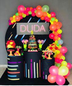 Neon Birthday, Birthday Cakes For Teens, 13th Birthday Parties, Slumber Parties, Birthday Party Themes, Sleepover Party, Neon Party Decorations, Birthday Decorations, Deco Ballon