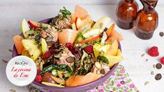 Ensalada de paté rebozado de frutos secos y fruta
