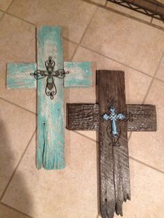 Old fences turned into crosses for your cross wall. Wooden Crosses, Crosses Decor, Wall Crosses, Pallet Crafts, Pallet Art, Wooden Crafts, Barn Wood Crafts, Old Fence Boards, Fence Board Crafts