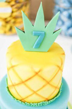 Sponge bob pineapple birthday cake // Sponge Bob Square Pants Party Inspiration