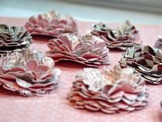 """""""Vintage"""" paper flower tutorial Love the buttons I'll be making these today for the banner I'm working on"""