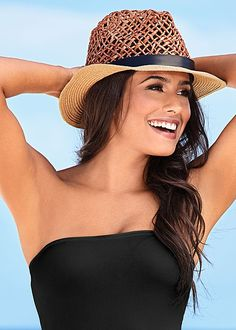 Keep the sun from your eyes with a stylish hat! Venus panama hat.