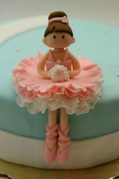 R Cake topper . R Cake topper . Picture Idea for Making Your Own Ballerina Cake topper Fondant Cake Toppers, Fondant Icing, Fondant Cakes, Cupcake Cakes, Cupcake Toppers, Torte Ballerina, Ballerina Party, Ballerina Birthday Cakes, Decors Pate A Sucre