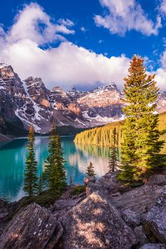 Morning Prelude of Moraine Lake by Max Li on 500px