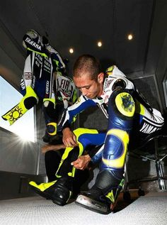 v8 - motogenius-valentino-rossi Photo