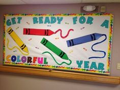 the class with these cool back to school bulletin board ideas Crayon bulletin board for back to school!Crayon bulletin board for back to school! Crayon Bulletin Boards, Creative Bulletin Boards, Kindergarten Bulletin Boards, Back To School Bulletin Boards, Classroom Bulletin Boards, Art Classroom, Classroom Themes, August Bulletin Boards, Holiday Classrooms