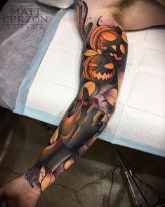 Tattoo artist Matt Curzon new school neo traditional tattoo Tiger Head Tattoo, Head Tattoos, Body Art Tattoos, Cool Tattoos, Tattoos Pics, Awesome Tattoos, Tatoos, Traditional Tattoo Halloween, Traditional Tattoo Artwork