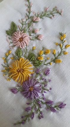 Best ideas for embroidery monogram hand beautiful Brazilian Embroidery Stitches, Hand Embroidery Videos, Hand Embroidery Flowers, Flower Embroidery Designs, Embroidery Monogram, Embroidery Patterns Free, Hand Embroidery Stitches, Silk Ribbon Embroidery, Crewel Embroidery