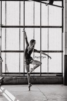 DFW Fort Worth area dance photographer ballet senior portraits, ballet pose ideas, best senior photography, urban ballet, ballerina, city ballet shoot ideas, senior portrait ideas, senior photography, young dancer, natural light, dance moves, ballet poses, stances, beautiful, creative, classy, unique