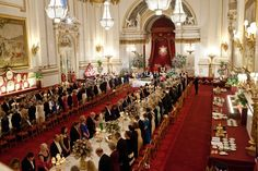 President Barack Obama and First Lady Michelle Obama attend a State Banquet hosted by Queen Elizabeth II at Buckingham Palace in London, England, May Buckingham Palace, Formal Dinner, Gala Dinner, Barack And Michelle, Royal Residence, Her Majesty The Queen, Queen Of England, Grand Entrance, Old Houses