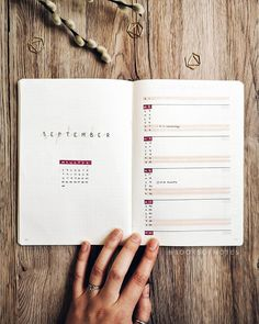 In my article titled The Bullet Journal Inspiration Layout, I talk about a system to brainstorm ideas on your paper and quickly jot them down. Bullet Journal Minimalist, Bullet Journal 2020, Bullet Journal Notebook, Bullet Journal Aesthetic, Bullet Journal Themes, Bullet Journal Inspo, Bullet Journal Spread, Bullet Journal Layout, Bujo