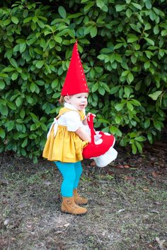 Garden Gnome Costume-One Little Minute Make a darling DIY Garden Gnome Costume with this simple illustrated DIY. Easy Diy Costumes, Homemade Halloween Costumes, Toddler Halloween Costumes, Family Halloween Costumes, Halloween Kids, Costume Ideas, Garden Gnome Halloween Costume, Baby Gnome Costume, Halloween Costume Contest