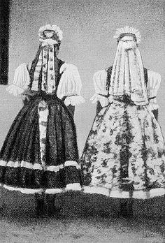 Őrhalom. Úgy tartották, hogy az esküvő napján megkapott féketőt csak az nap, illetve csak az első gyermek születéséig hordhatta a fiatalasszony. Folk Costume, Costumes, Hungary, The Past, Nap, Traditional, Roots, Painting, Future