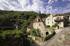 Beat the Monday blues with a stroll through Midi-Pyrenées' most charming villages. Any favourites? Check out our suggested tours: http://uk.rendezvousenfrance.com/en/yourfrenchtour/rubric/74477/midi-pyrenees?utm_source=Twitter&utm_medium=Organic_tweets&utm_content=Midi-Pyrenees_4&utm_campaign=CF2015  #France #Travel #MidiPyrénées