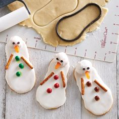Use the Scoop Loop as a cookie cutter to make snowmen cookies! See the recipe and directions on my website www.pamperedchef.biz/bekahbruggman