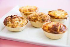 Estes salgadinhos são deliciosos para festas e piq-nics.  Podem ser feitos com recheios diferentes ao gosto de cada pessoa, como por exemplo espinafres, alho francês, camarão, frango desfiado, atum entre outros.