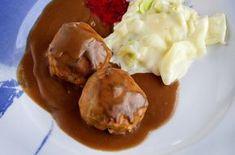 Kjøttkaker, hjemmelaget brun saus, kålstuing og nyrørte tyttebær er en perfekt helgemiddag for hele familien. B... Norwegian Cuisine, Norwegian Food, Mashed Potatoes, Food Porn, Food And Drink, Ice Cream, Beef, Snacks, Gelato