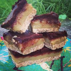 Vegan. Low fodmap. Fructose friendly. Refined sugar free. Gluten free. YUM! It's particularly hard to find a raw dessert recipe which is also low fodmap & fructose friendly. I'm often missing out on...