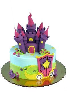 Château avec tourelles violettes