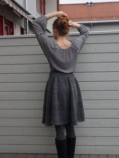 Skal strikke det i Tove fra sandnesgarn 🍂 Knit Skirt, Midi Skirt, Ravelry, Peplum, Elegant, Knitting, Skirts, Pattern, Tops