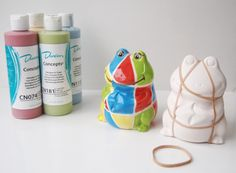 Froggy Money Box/Bank painted using @Duncan Lawrence Lawrence Lawrence Ceramics underglazes and ELASTIC BANDS!