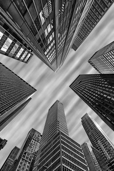 Look up new york city! nyc fotografia blanco y negro, fot Urban Photography, Amazing Photography, Street Photography, Travel Photography, Photography Ideas, Building Photography, Cityscape Photography, Landscape Photography, Urbane Fotografie