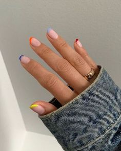 Nägel kunst mädchen polish cute make-up French Nails, Ongles Gel French, French Manicure Nails, Summer French Manicure, Spring Nails, Minimalist Nails, Pointy Nails, Nude Nails, Hair And Nails