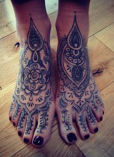 Happy feet, hand-poked by machine-free tattooist Boff Konkerz, on the road…