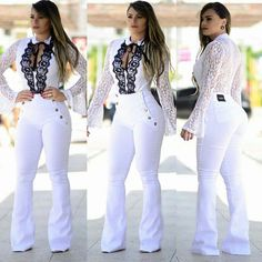 Roupas femininas, calça flare branca, calca flaire, look com calça, jeans f Urban Fashion Trends, Spring Fashion Trends, All White Party Outfits, Cool Outfits, Mode Hijab, Jumpsuits For Women, Jeans Style, Fashion Dresses, Barbie
