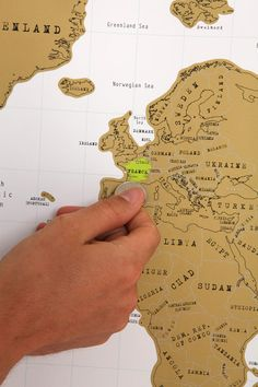 Scratch Off World Map - scratch off the places you've been!  http://rstyle.me/n/dgzt4nyg6