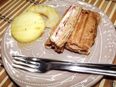 Grillezett palacsinta, mézzel csurgatott almával | Egy egészségesebb élet French Toast, Bacon, Breakfast, Food, Morning Coffee, Essen, Meals, Yemek, Pork Belly