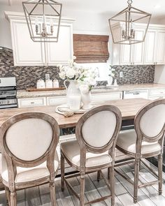 Modern farmhouse kitchen ideas! 🙌 Tap the image to shop bar stools for your kitchen island. 📷: ourthankfulhome