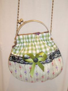 bolso boquilla Frame Purse, Sewing Class, Pouch, Wallet, Fabric Bags, Purses And Bags, Sewing Projects, Coin Purse, Bows