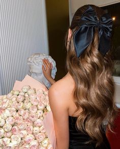Classy Aesthetic, Aesthetic Hair, Pelo Blair Waldorf, Hair Inspo, Hair Inspiration, Inspo Cheveux, Girls With Flowers, Luxury Flowers, Diy Hair Accessories