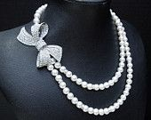 Collier strass mariée, perles Ivoire ou blancs, déclaration mariée collier, collier broche strass, collier mariée, Bow, Pearl, ANASTASIA