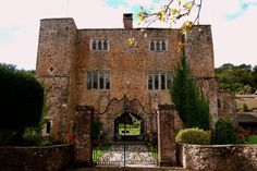Have an outdoor fairtyale wedding at the stunning Bickleigh Castle in Devon   Confetti.co.uk
