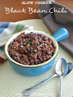 "Slow Cooker Black Bean Chili Recipe : pinner said, ""It's a great tasting slow cooker dinner with lots of spices for all kinds of flavor. Slow Cooker Black Beans, Vegan Slow Cooker, Slow Cooker Recipes, Crockpot Recipes, Cooking Recipes, Cooking Tips, Chili Recipe With Black Beans, Black Bean Chili, No Bean Chili"