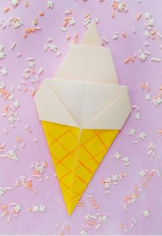 Fold up this origami soft serve ice cream for summer . Free tutorial with pictures on how to fold an origami food in under 5 minutes by papercrafting with paper. How To posted by Jessica O. in the Papercraft section Difficulty: Easy. Origami And Kirigami, Origami Paper Art, Diy Origami, Diy Paper, Oragami, Origami Tutorial, Origami Ideas, Book Crafts, Fun Crafts