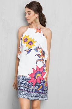| Dress to- vestido de modelagem soltinha, forro embutido, detalhe de camadas na parte de cima, alças finas e reguláveis, abertura nas costas e fechamento por zíper invisível na parte de trás.