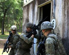Soldiers breach an entry point of a building during Battle Drill VI at Fort Stewart, Georgia. After breaching, Soldiers must enter and clear as quickly as possible to ensure a successful takeover. Fort Stewart, Marsoc Marines, Patriotic Poems, Special Operations Command, Navy Sailor, Army Soldier, American Soldiers, Coast Guard, Military Art