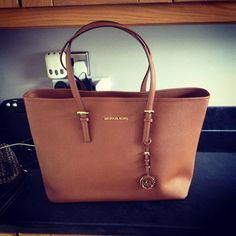 MK,,,Oh. My. God. I ADORE this bag. Anybody that knows me knows that I LOVE  Michael Kors Bags!!  39.99.  Michael  kors  Bags dcb249c684