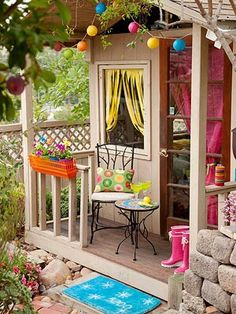 I love this! its so pretty. i love to pay attention to decorative ideas! this also has a big splash of color!