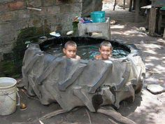 So fun! For get buying the kiddy pool, I'll just use the old tractor tire :) Weissenhäuser Strand, Piscina Diy, Ideas Paso A Paso, Tire Craft, Homemade Pools, Tractor Tire, Redneck Humor, Tyres Recycle, Recycled Tires