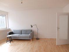Minimalistische Wohnung In Stuttgart Mitte Mit Parkettboden Und Grossen Fenstern Wohnen