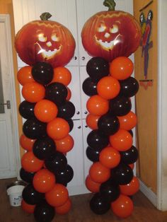 """Classic example of a Halloween Balloon Column, in typical orange-black color combination. Using pumpkin head foil balloons on the top gives the columns an extra """"halloweeny"""" touch. #BalloonDecorations #HalloweenDecor"""