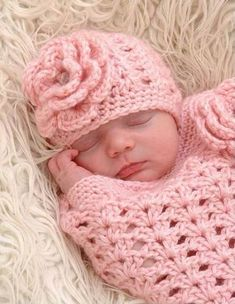 Sie Baby Kokon Mädchen Items similar to Crochet Baby Girl Cocoon with flower and matching hat on Etsy Crochet Cocoon Pattern, Crochet Baby Cocoon, Crochet Baby Beanie, Baby Girl Crochet, Crochet Baby Clothes, Newborn Crochet, Crochet Patterns Amigurumi, Baby Knitting, Baby Girl Sweaters