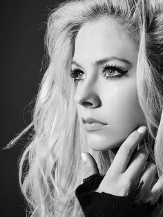 Canadian pop, rock singer, songwriter Avril Lavigne became an international star in the with her punk-influenced pop anthems anthems and anti-starlet image Avril Lavigne, Celine Dion, Singing Contest, Guitar Photography, Punk Princess, Best Fan, Album, Beautiful Celebrities, Beautiful Women