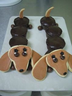 Dachshund treats for my human Cute Food, Good Food, Yummy Food, Dachshund Cake, Dachshund Puppies, Dachshunds, Lab Puppies, Weiner Dogs, Kreative Desserts